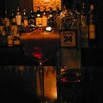 THE 日比谷 BAR - オリジナルカクテル「RedGiant」。ジン特有のきつさがなく、実に飲みやすい仕上がりだ
