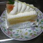 シロツキ - モモのショートケーキ