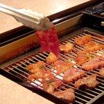 焼肉いつものところ - 東京でも数少ない「革命的ロースター