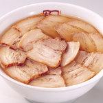 喜多方ラーメン坂内・小法師 - 焼豚ラーメン・・・丼いっぱいトロ焼豚をのせました。940円