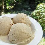 ココナラ カフェ - ほうじ茶のアイスクリーム ( ランチを頂くと 200円 )