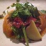 日本料理 寿海 - 自家製スモークのサラダ