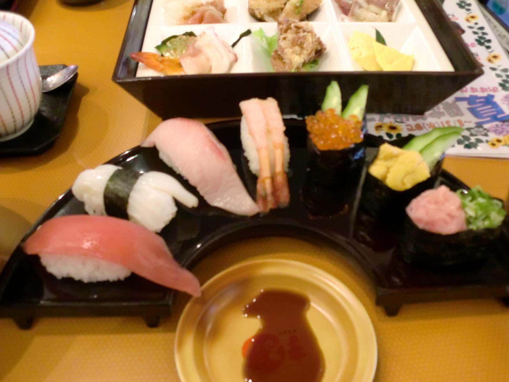 ファミリー寿司 まる アルプラザ鯖江店