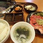 お肉屋さんの焼肉 まるやす - 焼肉定食¥950
