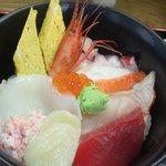 八王子総合卸売センター 市場寿司 たか - 豪海なげこみ丼 600円 ご飯少な目
