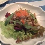ピッツェリア・マルデナポリ 江の島店 - きのことしらすのサラダ