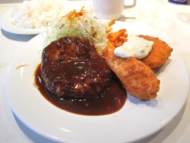 https://tabelog.ssl.k-img.com/restaurant/images/Rvw/9438/640x640_rect_9438533.jpg