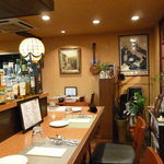 オステリア・マンジャベーネ - ざっくばらんな雰囲気のお店です。テーブル席はもちろん、カウンター席もございますので、おひとり様も歓迎です!