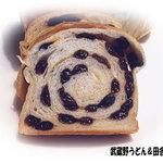 柳屋洋菓子店 - 2011年9月 ぶどうパン 切りました