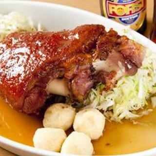 三輪亭 - 料理写真:皮付き豚すね肉のロースト 黒ビールソース添え