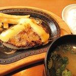 びっくりドンキー - ランチのチーズバーグステーキセット 732円