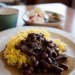 つきさむ - コーヒーと軽食 つきさむ 月替わりランチ 黒豆と豚肉のスパイス煮