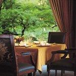 中国料理 皇家龍鳳 - 内観写真:窓際のお席