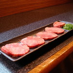 牛楽炭火焼肉 - 料理写真:厚切り上タン