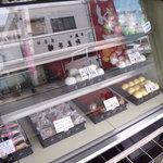 あけぼの戸頭店 - ショーケース