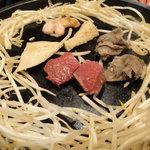 大黒堂 - 石鍋で焼くホルモン