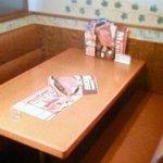 ステーキのどん - どん テーブル②.jpg