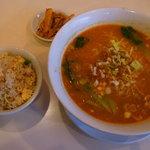 東亜飯店 - 担々麺セット