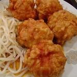 中国料理 鴻運楼 - 若鶏の唐揚げ香味ソースかけ