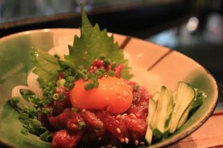 横田酒場 - 癖のない新鮮馬肉!桜ユッケもあります!