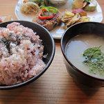 カフェ ハレノヒ - 雑穀米とスープ