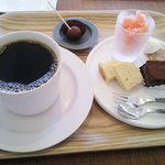 アン - コーヒーとおやつセット