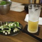燻製キッチン - 2011/09 サラダとビール ビールはハートランドだよ