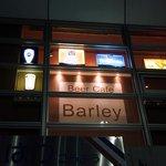 ビアカフェ・バーレイ - お店は、リバティーⅡっていうビルの2階にあります。 窓に、ビールグラスが見えていますよ。 早く行かないと。