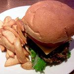 パームスカフェ沖縄 - 石垣牛バーガーwithチーズ&ベーコン