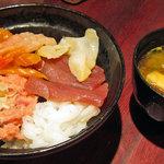 若狭家 - 六角丼1100円+味噌汁80円