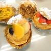 鞍橋家 - 料理写真:福岡三越のクラジヤで、いちごや季節のフルーツがサンドされているシュークリーム発見!シンプルなシュークリームもいいけど、フルーツと一緒になってるところがポイント高いところ!