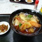 ひるねの森 竹映 - 天ぷらうどん。