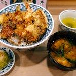 神田天丼家 - 新装開店で初の中盛りおこうこ