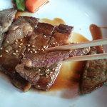 焼肉 せんりゅう - 牛ロースステーキ定食 609円(ミディアムレアな焼き加減)