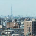 ニャー・ヴェトナム - 窓からの風景(遠くにスカイツリー)