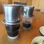 ニャー・ヴェトナム - ベトナムコーヒー(手前が練乳入り)