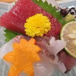 レストラン 大浜 - お造りは、マグロ(メバチですね)、ハマチのたたき、タイ