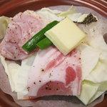 レストラン 大浜 - キャベツの上にもち豚とタイ