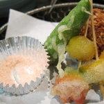 レストラン 大浜 - 揚げ物:無花果(イチジク)と海老アスパラ巻き。