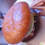 MKYアメリカンレストラン - クラシックバーガーを組み立てです!