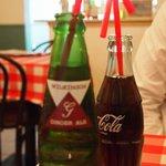 リトルナポリ - コーラにジンジャー各200円、赤いストロー