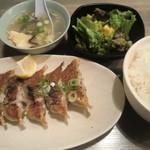 六本木餃子本舗 - 肉巻き餃子定食:680円