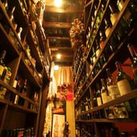 まるでワイン蔵!恵比寿の地下で密かに賑わう大人の社交場