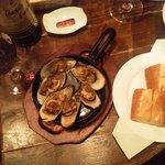 ビストロ 集 - パーナ貝にはパンがセットされます